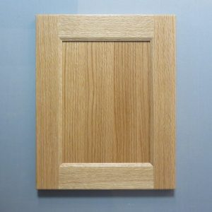 Red Oak, Rift Cut, Solid Reversed Raised Flat Panel, Bevel Shaker Inside Profile, Natural